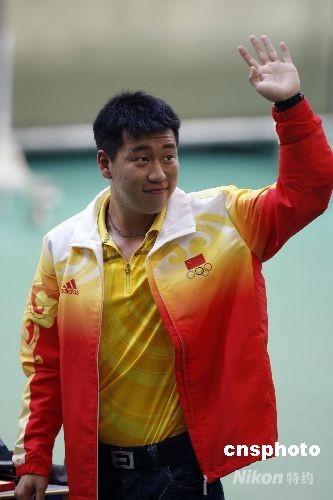 小将庞伟发挥出色,以688.2环勇夺金牌