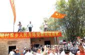 组图:亲人庆陈燮霞摘首金 哥哥屋顶上挥动国旗