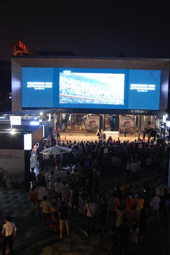 一起2008,众人看开幕式