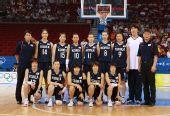 图文:[女篮]韩国VS巴西 韩国队在比赛前合影