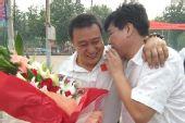 图文:保定市民欢庆庞伟夺金 街启蒙教练张广伟