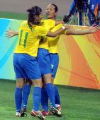 图文:[女足]巴西VS朝鲜 庆祝进球