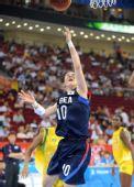 图文:女篮小组赛韩国胜巴西 边年河在比赛中