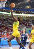 图文:女篮小组赛韩国胜巴西 巴西队员上篮