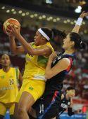 图文:女篮小组赛韩国胜巴西 巴西队员身材魁梧