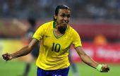 图文:[女足]巴西VS朝鲜 玛塔狂奔庆祝