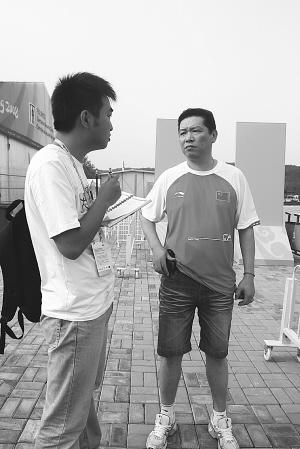 本报记者采访庞伟在河北省队的教练 ■解涵/摄