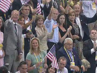 图文:菲尔普斯夺冠,布什夫妇现场助威