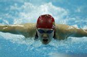 图文:女子100米蝶泳半决赛 周雅菲奋力冲刺