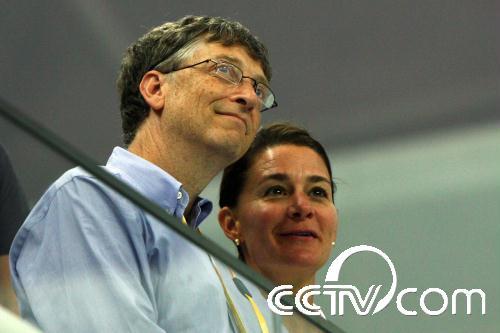 比尔·盖茨与妻子现身水立方观看游泳比赛(图