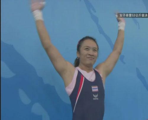 图文:巴帕娃迪获得举重女子53公斤级金牌