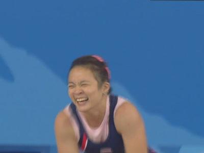 图文:举重女子53公斤级冠军巴帕娃迪庆祝 2
