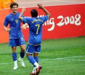 图文:巴西VS新西兰 安德松与亚历山大