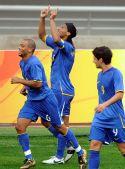 图文:巴西VS新西兰 庆祝进球