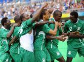 图文:尼日利亚VS日本 非洲舞蹈庆祝