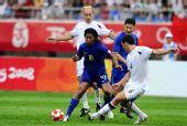 图文:巴西5-0新西兰 罗纳尔迪尼奥突破