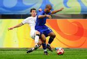 图文:巴西5-0新西兰 马塞洛突破
