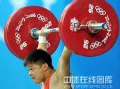 图文:举重男子56公斤级龙清泉冲金 力士出击