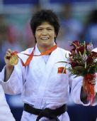 图文:冼东妹卫冕52公斤级冠军 金牌得来不易