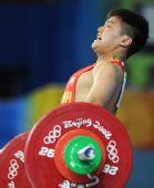 图文:中国选手龙清泉摘金 18岁小将在比赛中