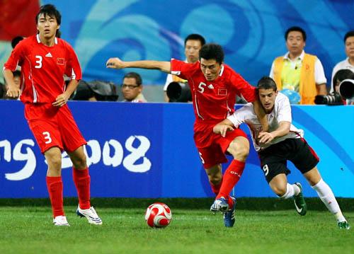 图文:[奥运会]中国国奥VS比利时 李玮峰防守
