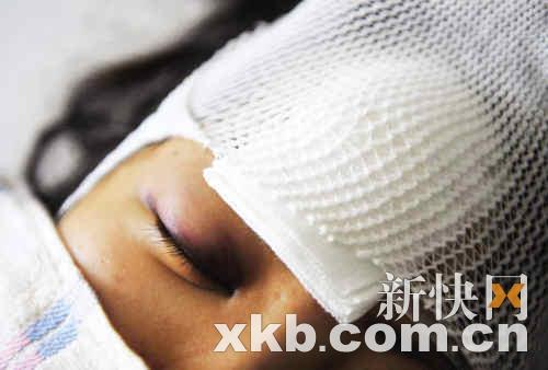 阿美身受重伤,在医院接受治疗。新快报记者 王小明/摄
