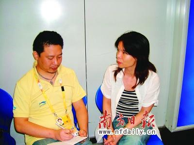 奥运冠军陈燮霞的执行教练严章群在机场接受本报记者专访。