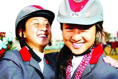中华台北的选手陈少曼(右)和陈少乔