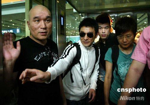 资料图:香港著名艺人刘德华飞抵北京首都机场,他此次抵京是为了观看北京奥运会。 中新社发 富田 摄