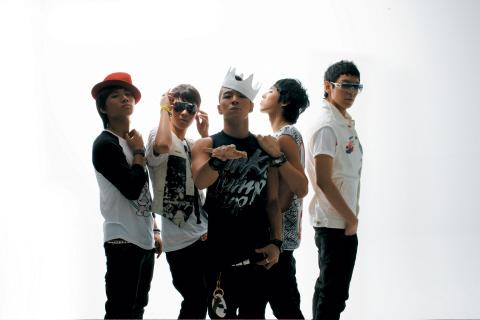 Bigbang的新单曲《Stand Up》销量已经突破10万张