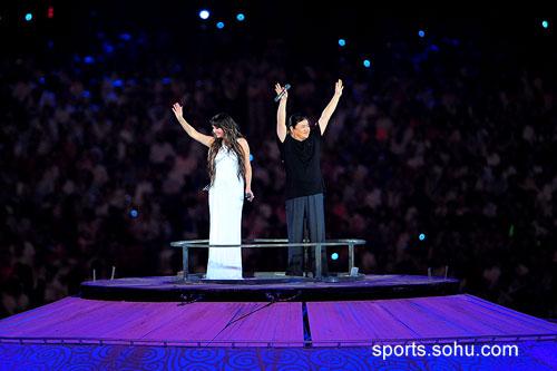 """当刘欢与莎拉·布莱曼站在""""地球""""上高歌时,全世界为之动容"""