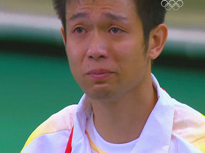 男子十米气步枪憾失金牌 朱启南落泪