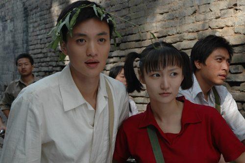 《空巷子》由周一围与牛萌萌主演