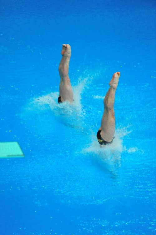 图文:男子双人十米台  入水瞬间水花溅