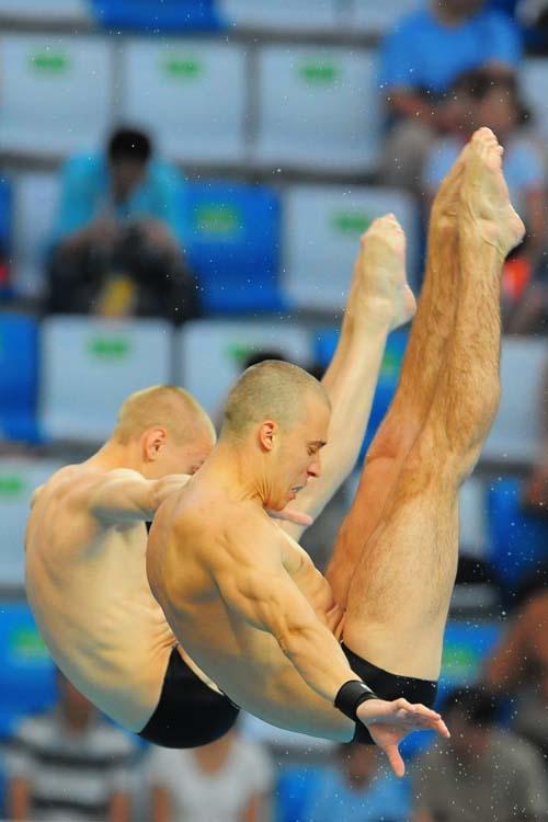 图文:男子双人十米台  面目狰狞