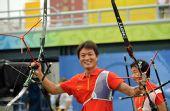 图文:中国射箭男队斩获铜牌 庆祝胜利