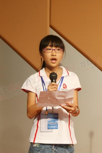 灾区学生代表杨典发言