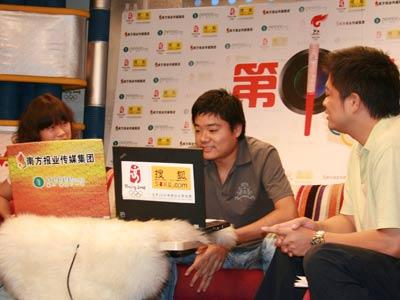丁俊晖和广东电视台名嘴——程岗光临奥运第1直播室