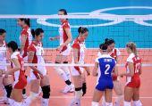图文:女排预赛中国迎战波兰 中国姑娘准备就绪