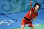 图文:羽毛球女单谢杏芳轻松晋级 接球瞬间