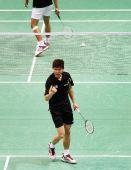 图文:奥运羽毛球男单前32比赛 黄宗翰握拳庆胜
