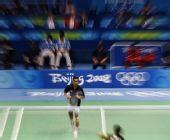 图文:奥运羽毛球男单前32比赛 陶菲克比赛中
