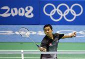 图文:奥运羽毛球男单前32比赛 陶菲克回球