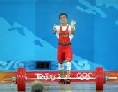 图文:男举62公斤级决赛 张湘祥为观众鼓掌