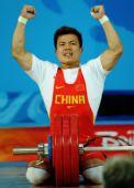 图文:男举62公斤级决赛 张湘祥振臂庆祝