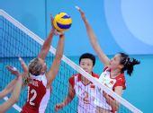 图文:女排预赛中国胜波兰 赵蕊蕊在比赛中扣球