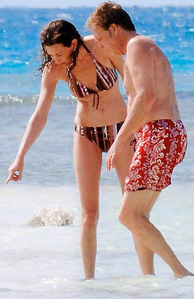 保罗麦卡特尼与nancy海边游玩