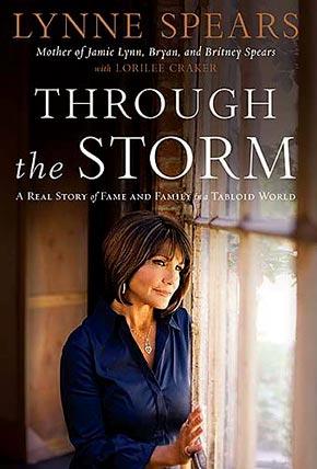 这本名字长长的《穿越风暴:活在流言中的名人家庭的真实故事》回忆录封面