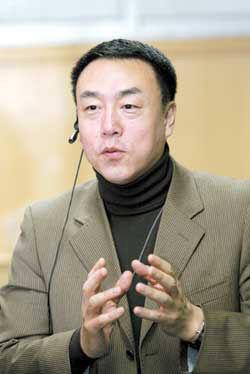 中央电视台导演郎昆。据知情人士透露,刘岩前不久刚刚与中央电视台导演郎昆步入婚姻的殿堂。