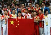 图文:体操男团决赛中国夺金 颁奖仪式后合影